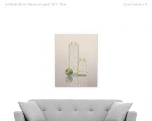schilderij glazen flessen en appel